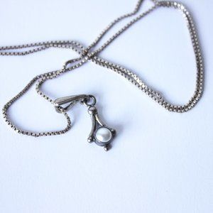 • the vtg 90s pearlescent pendant